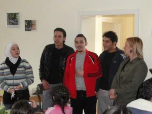 Syrisches Begrüßungslied im Gemeindehaus in Wittfeitzen (Foto K. Kindermann)