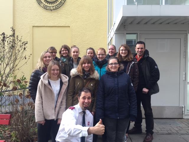 Seminargruppe bei der Heilsarmee